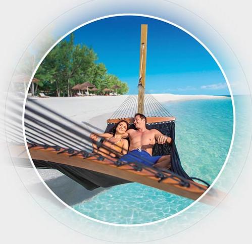 Couple on Sandal's honeymoon
